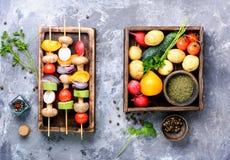 Chiches-kebabs, légumes sur la brochette Images libres de droits
