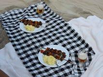 Chiches-kebabs pour le déjeuner Photo stock