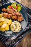 Chiches-kebabs - viande et légumes grillés photos stock