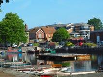Chichester kanalhamn i morgonen royaltyfria bilder