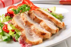 Chicken breast with green salad Royalty Free Stock Photography