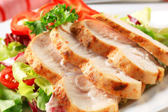 Chicken breast with green salad Stock Photography