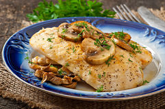 Chicken breast grilled with mushrooms Royalty Free Stock Photos