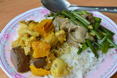 Chicken curry and stir-fried  flower garlic chives with pork liver on rice Royalty Free Stock Photos