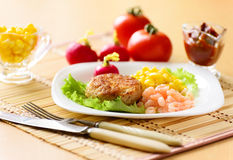 Chicken cutlets with canned corn and shrimp Stock Photos