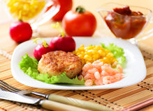Chicken cutlets with canned corn and shrimp Stock Photography