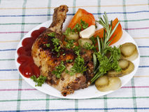 Chicken with garnish on a plate Royalty Free Stock Photos