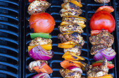 Chicken and pepper kebabs slowly cooking Stock Photography