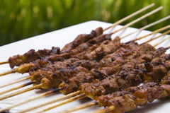 Chicken satay skewer perspective Royalty Free Stock Photos