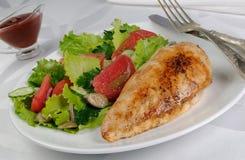 Chicken schnitzel with vegetable garnish Royalty Free Stock Photos