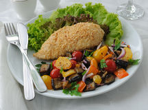 Chicken schnitzel with vegetables in sesame Royalty Free Stock Photos