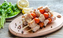 Chicken skewers with cherry tomatoes Royalty Free Stock Photos