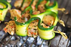Chicken skewers. On a grill Royalty Free Stock Photos