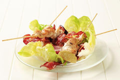 Chicken skewers and crispy bacon Royalty Free Stock Photos