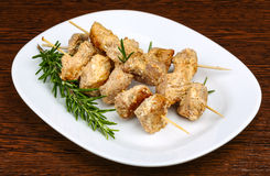 Chicken skewers. With rosemary on the wwod background Royalty Free Stock Photos