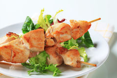 Chicken skewers and salad greens Royalty Free Stock Photography