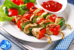 Chicken and vegetable grilled skewers Royalty Free Stock Images