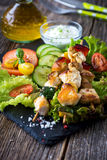 Chicken and vegetable skewers Royalty Free Stock Photos