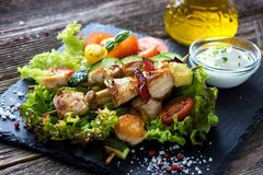 Chicken and vegetable skewers Royalty Free Stock Photography