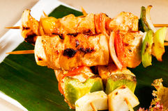 Chicken and vegetables skewers Royalty Free Stock Photography