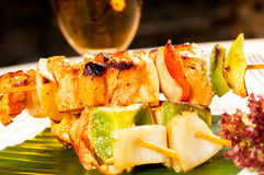 Chicken and vegetables skewers Royalty Free Stock Photos