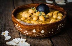 Chickpea πικάντικη σούπα στο ξύλινο εκλεκτής ποιότητας υπόβαθρο Αραβικά τρόφιμα Εκλεκτική εστίαση Στοκ Φωτογραφία