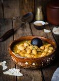 Chickpea πικάντικη σούπα στο ξύλινο εκλεκτής ποιότητας υπόβαθρο Αραβικά τρόφιμα Εκλεκτική εστίαση Στοκ εικόνες με δικαίωμα ελεύθερης χρήσης