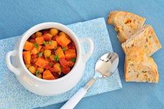Chickpea batata curry z chlebem zdjęcie royalty free