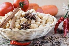 Chickpeas, λαχανικά και καρυκεύματα για τα ινδικά τρόφιμα. Στοκ εικόνα με δικαίωμα ελεύθερης χρήσης