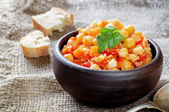 Chickpeas με τα λαχανικά και το pangasius Στοκ Φωτογραφία