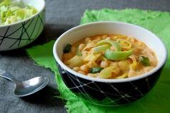 Chickpeas με το πράσο, το γιαούρτι και το πιπέρι, μπροστινή άποψη Στοκ εικόνα με δικαίωμα ελεύθερης χρήσης