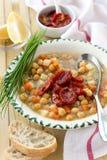Chickpeas σούπα με τις ξηραμένες από τον ήλιο ντομάτες Στοκ Εικόνες