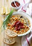 Chickpeas σούπα με τις ξηραμένες από τον ήλιο ντομάτες Στοκ Εικόνα