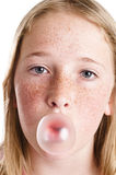Chicle de globo de la muchacha que sopla Foto de archivo