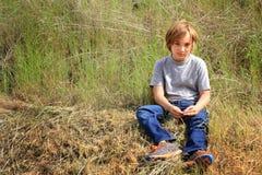 Chico del campo del tween Fotos de archivo