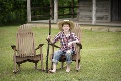Chico del campo en un eje de balancín Foto de archivo libre de regalías