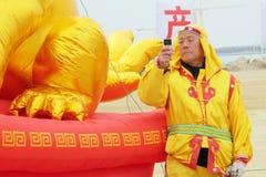 Chińczycy używali telefony komórkowych Obrazy Royalty Free