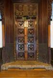 Chidambara宫殿,巨型的木古色古香的门 免版税库存图片