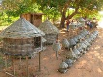 Chidenguele Mocambique - 10 December 2008: Maskeringar och annan wor Arkivbilder