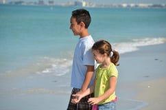 Chidren na praia Foto de Stock Royalty Free