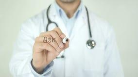 Chieda al vostro medico, il dottore Writing sullo schermo trasparente stock footage