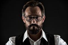 Chiedagli se avete bisogno del consiglio saggio Fronte dell'uomo di affari sicuro con la fine dei baffi della barba delle grinze  fotografia stock libera da diritti