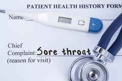 Chief complaint sore throat. Paper patient health history form, on which is written the complaint sore throat as the main reason f stock photo