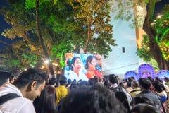 Chief minister av västra Bengal, Ms Mamata Banerjee som ler till åhörare Arkivbild