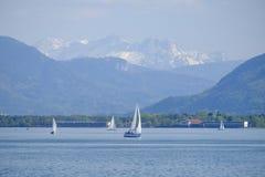 Chiemsee con la barca fotografia stock