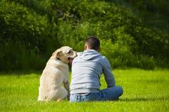 Chien avec le chien Photos stock