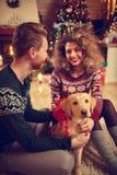 Chien comme cadeau de Noël Image libre de droits