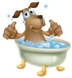 Chien de bande dessinée dans le bain moussant Photographie stock