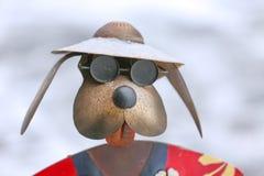 Chien drôle dans des lunettes de soleil Photo libre de droits