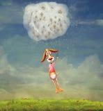 Chien drôle sur des pissenlits dans le ciel Image libre de droits